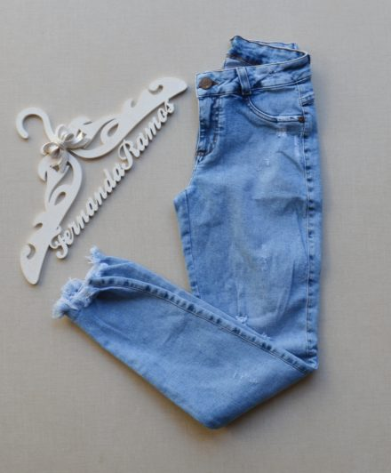 7b88012bc24 Encontre Calça jeans feminina helix rasgadinha
